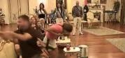 TUČA U PAROVIMA: Spaho polio Ivana uljem! (VIDEO)